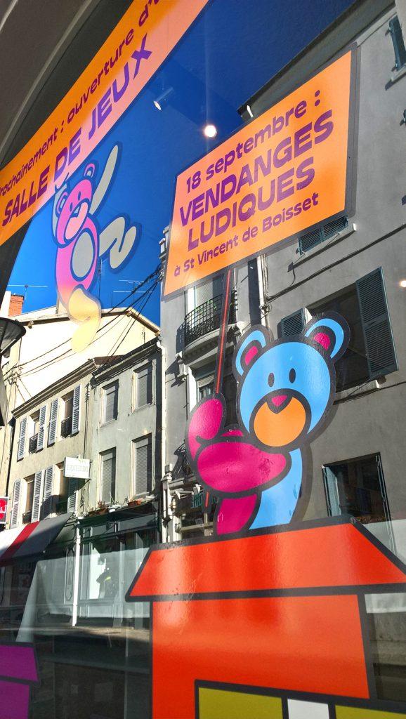destination-terre-de-jeux-roanne-communication-publicite-simon-caruso-graphiste-graphisme-decoration-magasin (2)